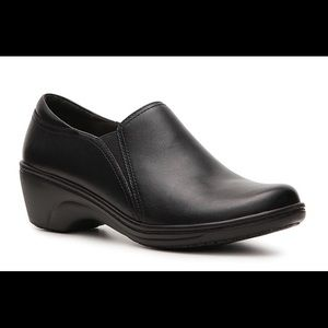 Clarks Grasp Chime Leather Slip Resistant Shoes